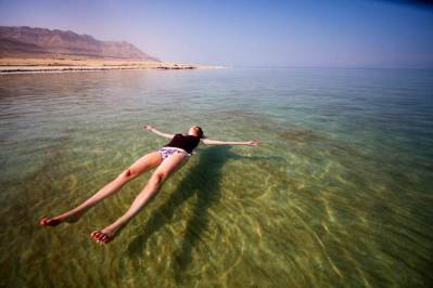 dead-sea-float-cs